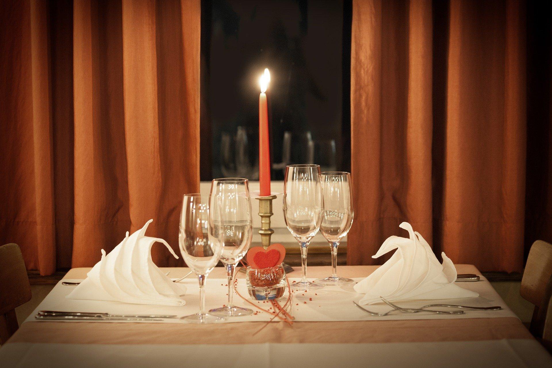 Værter/værtinder søges til Candlelight Dinner