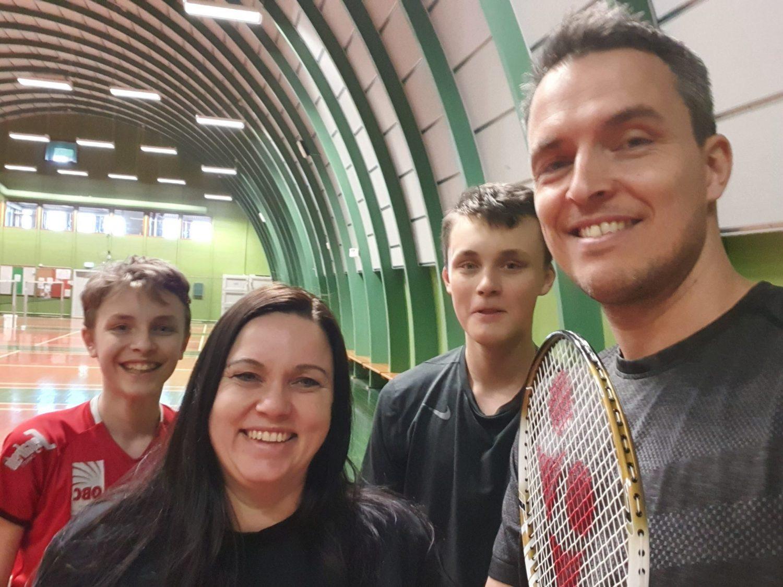 Lej en bane i den lokale sportshal med Wannasport