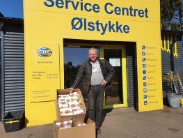 Johnny fra Service Centret har indkøbt gaver til byens børn