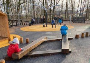 Lærkeskolen i Stenløse har fået spritny legeplads til både leg og læring på