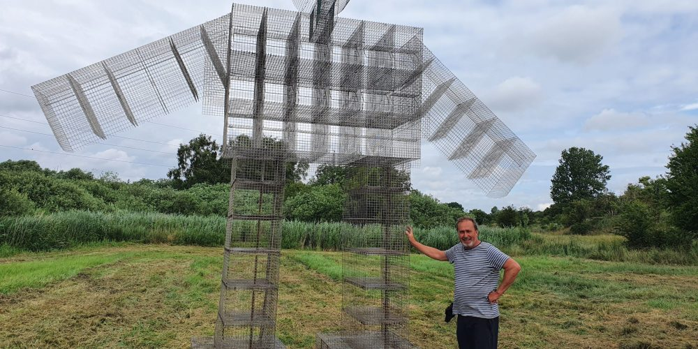 Kødædende blomster & Tankespind: Bendt Tranekjær åbner skulptur-eng i Ølstykke
