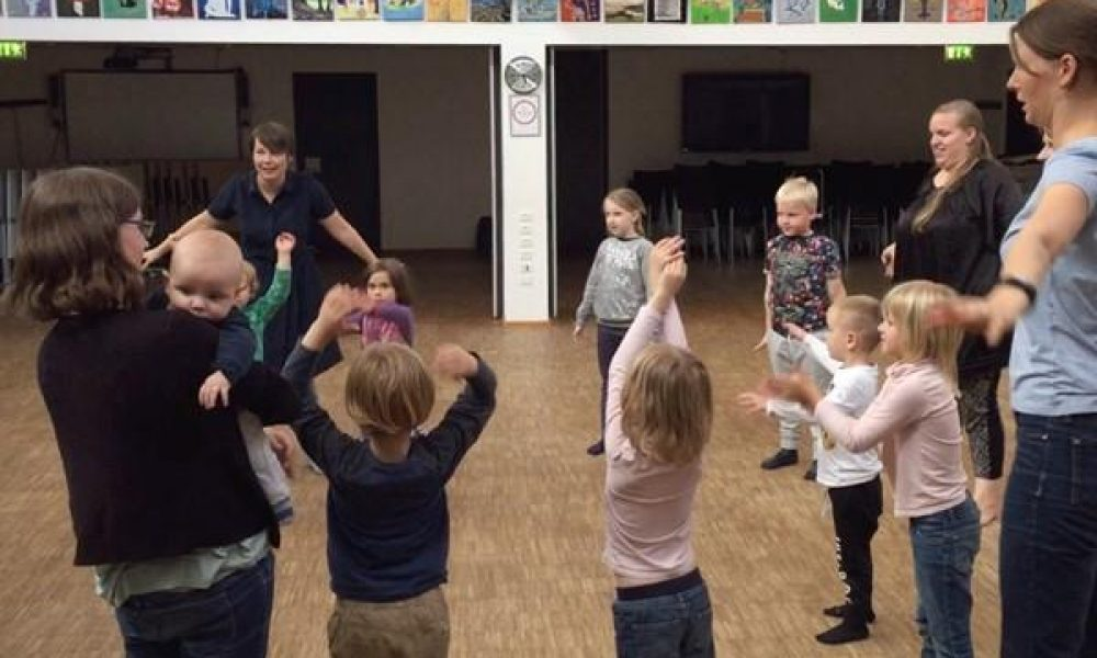 Familierytmik i Smørum Kulturhus