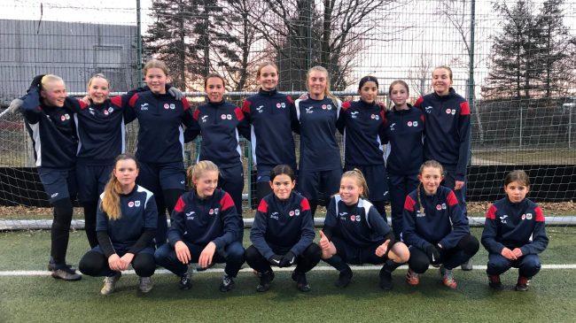 Flaskeindsamling den 11. april: U14-pigerne i LSF Fodbold samler ind til holdets ture og stævner